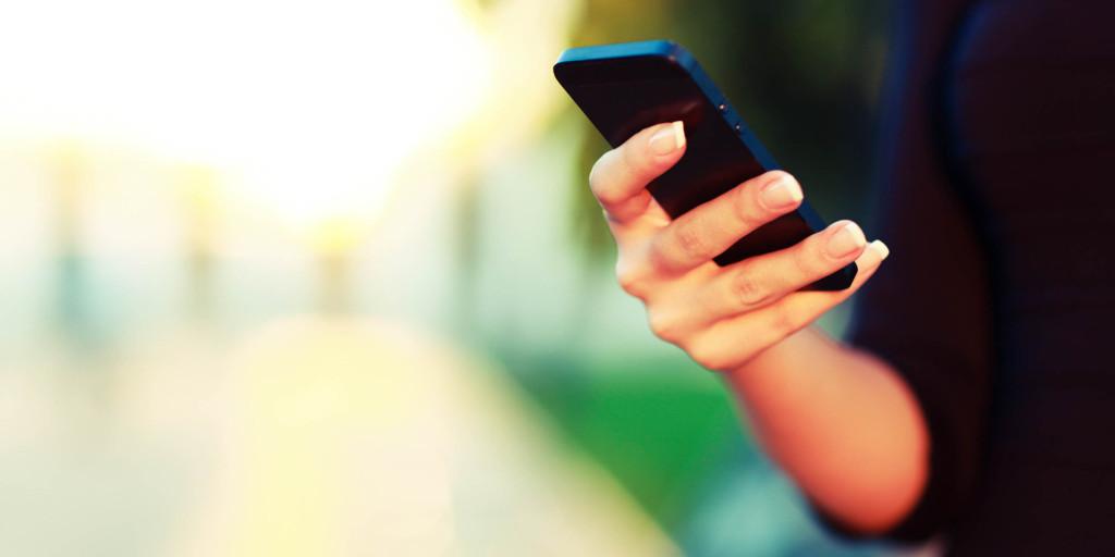o-SMART-PHONE-facebook